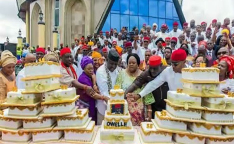 Imo State Women shower Gov. Rochas Okorocha with 27 cakes for his birthday!