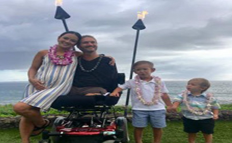 Man born without legs and arms, Nick Vujicic and wife expecting twins