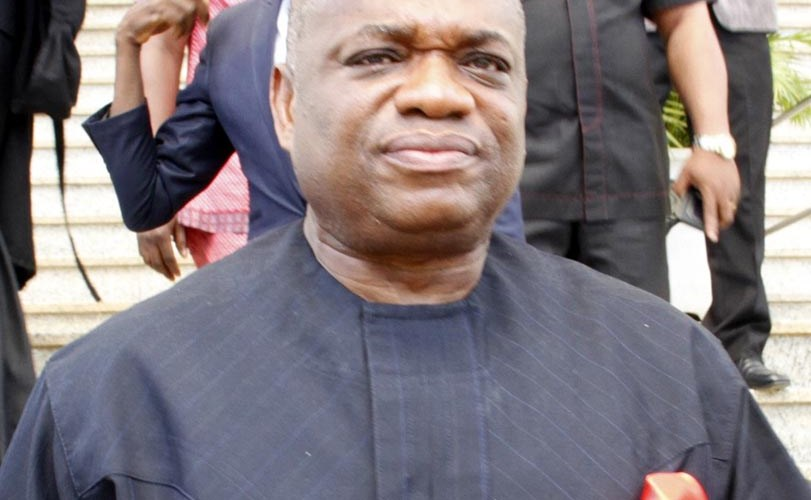 Orji Uzor Kalu Dances As Crowd Sings For Him At His Home Town (Video)