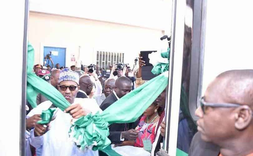 Photos: Buhari inaugurates locomotives train in Kaduna
