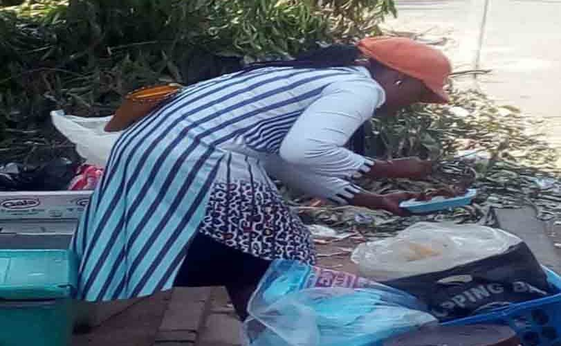 Female Graduate Hawking Food In Abuja To Survive (Photos)