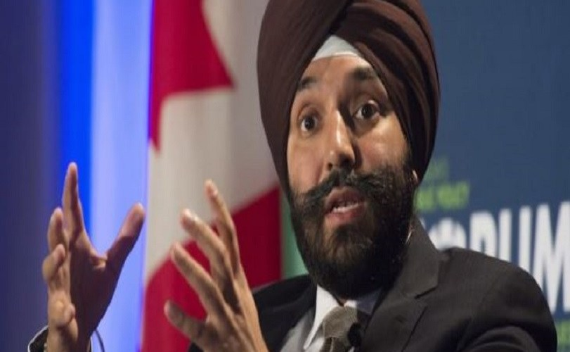 US officials apologise for asking Canadian minister to remove turban at airport