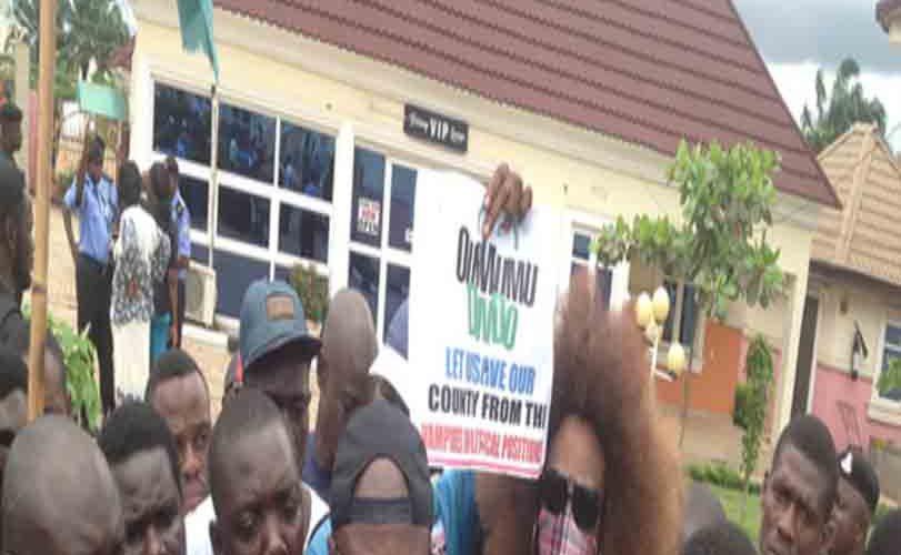 Coalition besieges police Hq, demands Ogundipe's release