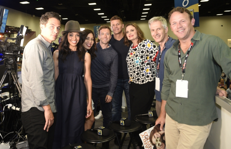 il cast di Bones e i produttori - foto di gruppo dal SDCC 2016