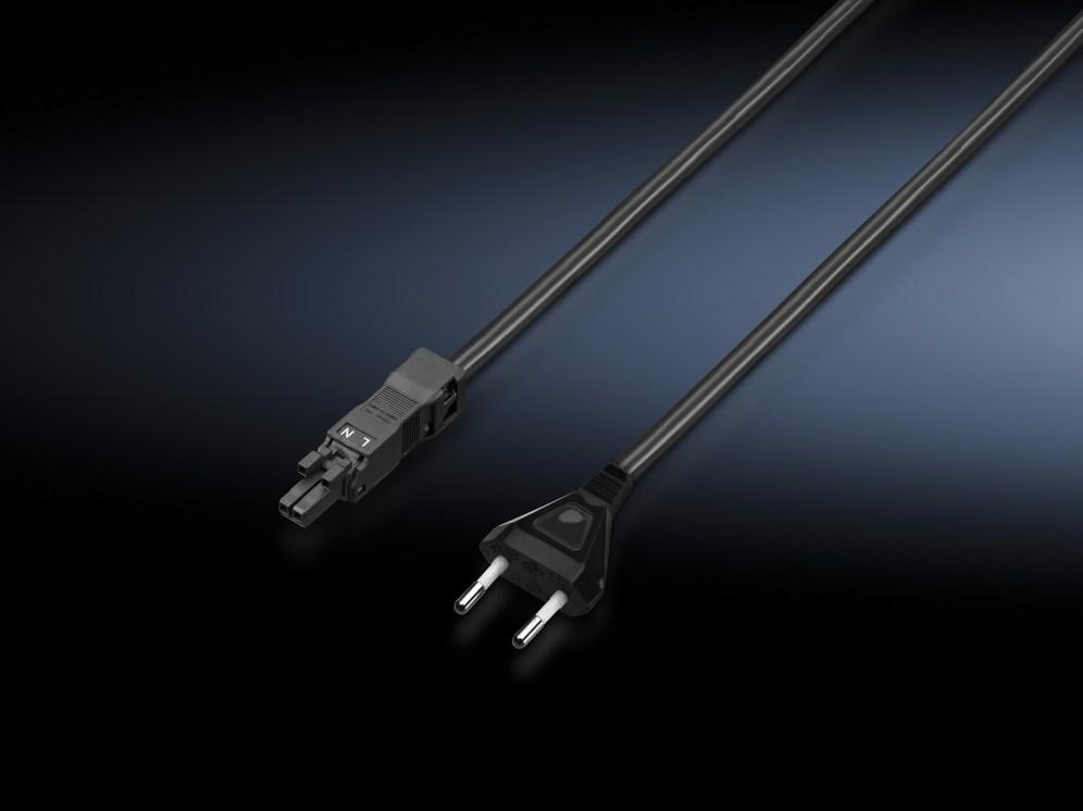 Weltweiter Einsatz: Anschlusskabel mit Euro-Flachstecker und mit IEC C18 Stecker als Universal-Kabel sowie UL-Zulassung und Weitbereichsspannung (100-240 V AC, 50/60Hz) sorgen für weltweite Einsatzbarkeit. (Bild: Rittal GmbH)