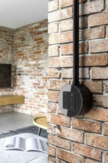Speziell die Aufputzvariante von Gira Studio ist bewusst als Sichtinstallation konzipiert, die auf offenem Mauerwerk … (Bild: Gira, Giersiepen GmbH & Co. KG)
