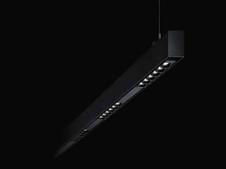 Andere Lösungen verdienen, nach außen sichtbar zu sein – z. B. die elegante Kanalversion mittels 3-Phasen-Stromschiene zur Abhängung sowie eine deckenbündige Einbaulösung. Ideal für Renovierungsprojekte. (Bild: Zumtobel Lighting GmbH/EOOS)