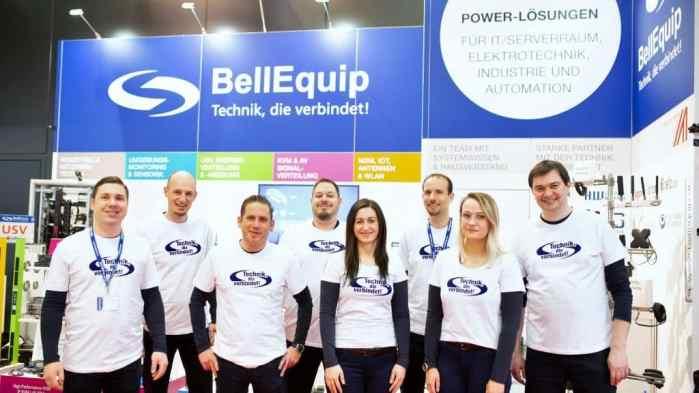 Das BellEquip Power-Days-Messeteam mit der Technik, die verbindet. (Foto: BellEquip)