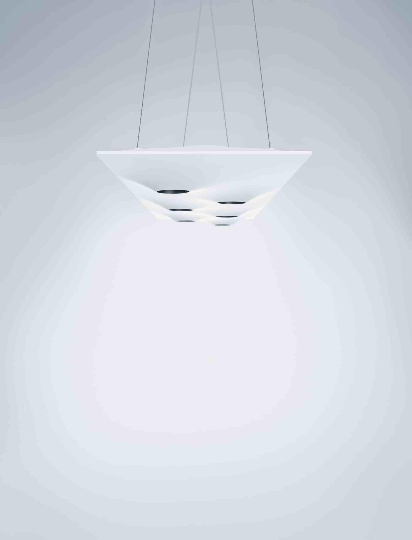Narrativ und atmosphärisch: Die Leuchte Teela besteht aus einem textilen und beweglichen Körper, der Räumen als Lichtwolke eine Aura verleiht. (Bild: Zumtobel)