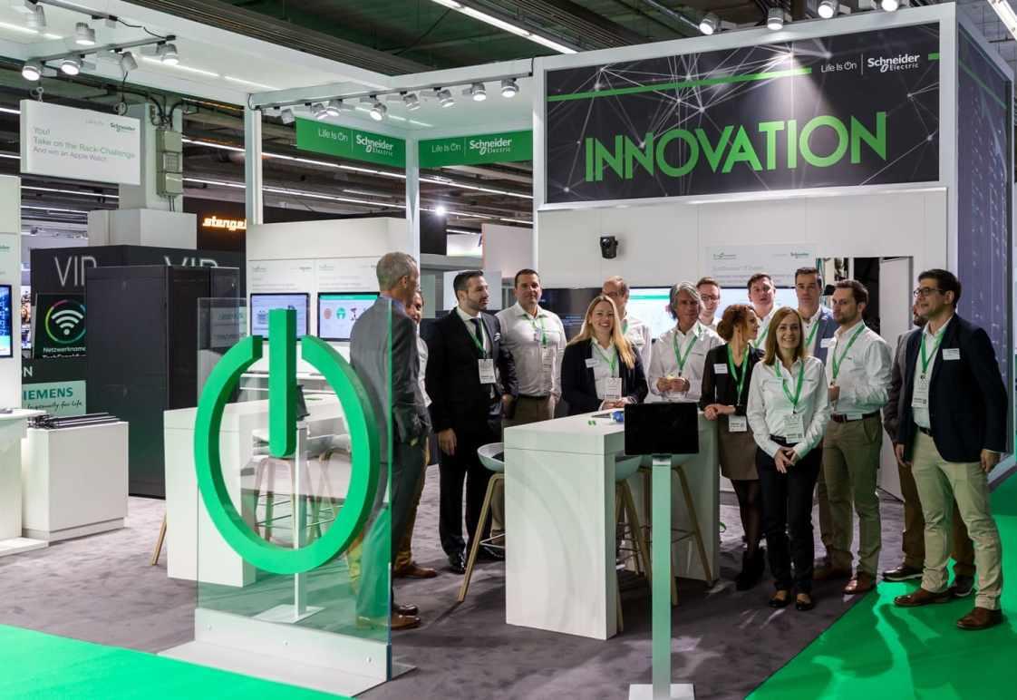 Schneider Electric stellt seine Lösungen auf der Data Centre World Frankfurt 2019 aus. (Bild: CloserStill Media Limited)
