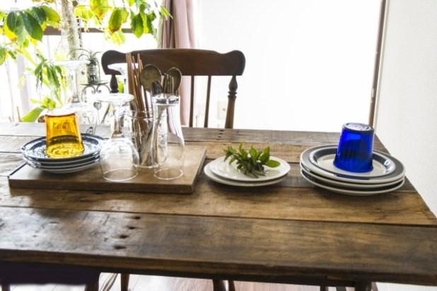 ダイニングテーブルとミント