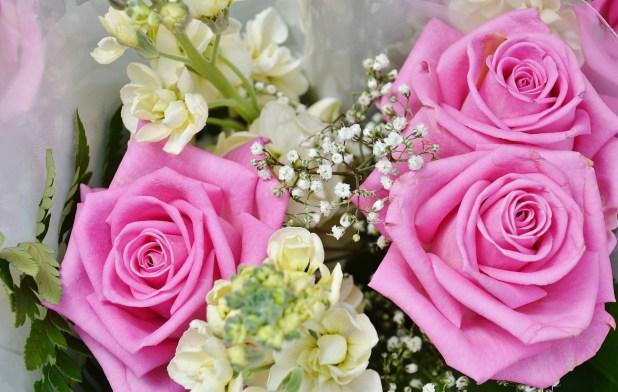 ピンクバラとストックの花束