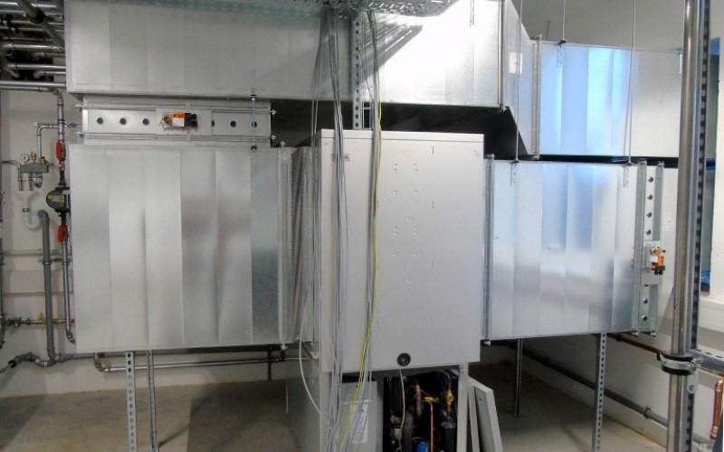 Luft/Wasser-Wärmepumpe zur Nutzung der Abwärme aus den Brennöfen und Klimaschränken