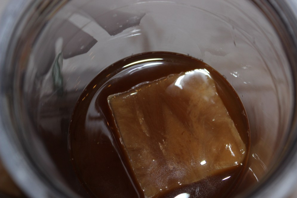 I Adore What I Love Blog // ICED COFFEE CUBES FOR THE WIN // www.iadorewhatilove.com #iadorewhatilove