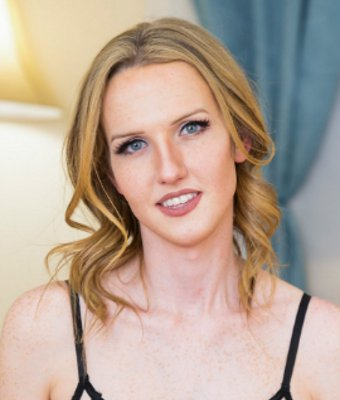 Headshot of Kayleigh Coxx