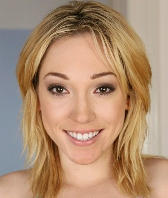 Headshot of Lily Labeau
