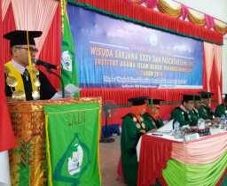 IAIN Padangsidimpuan Wisuda 322 Mahasiswa