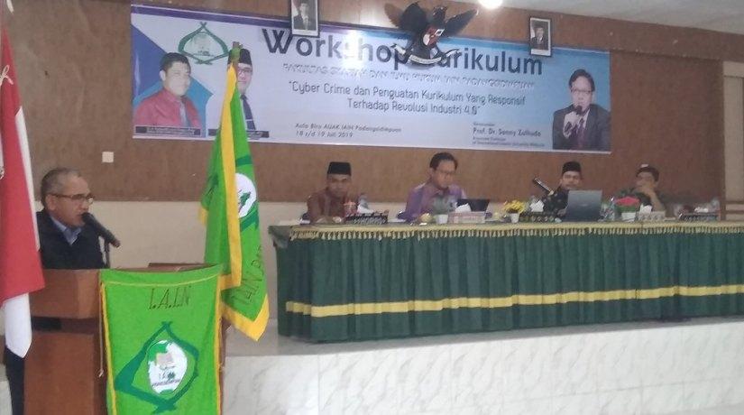 Tingkatkan Kualitas Mahasiswa, Fakultas Syari'ah Dan Ilmu Hukum Gelar Workshop Kurikulum