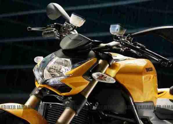Ducati 848 Streetfighter EVO 05