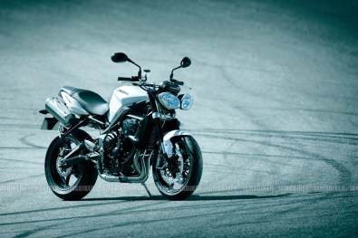 Triumph Speed triple 2012 04 IAMABIKER