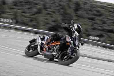 KTM Duke 690 2012 02 IAMABIKER