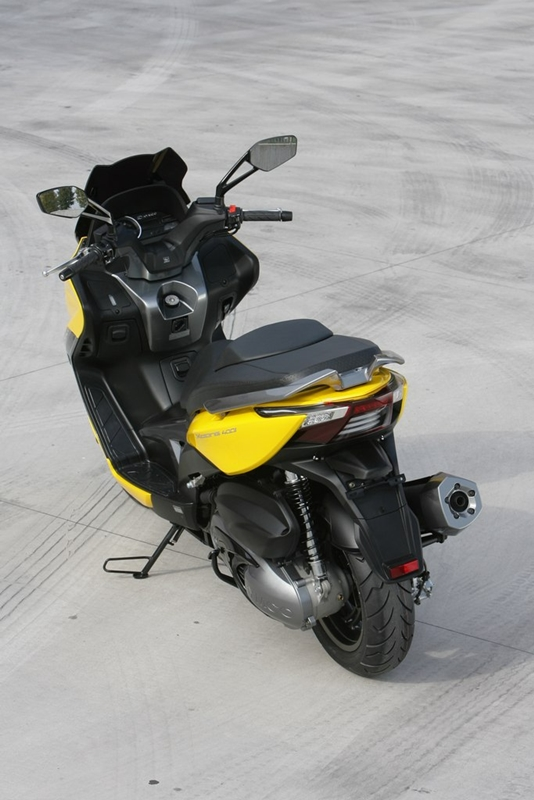 KYMCO Xciting 400i for 2012 11 IAMABIKER