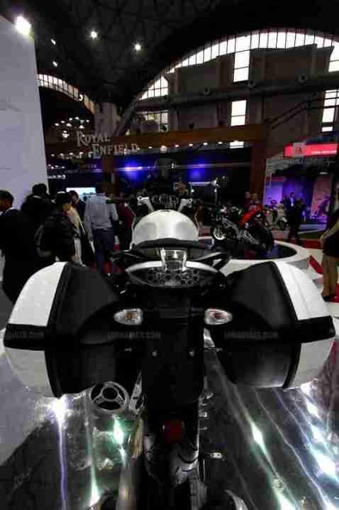 Moto Guzzi - Piaggio Auto Expo 2012 India 04