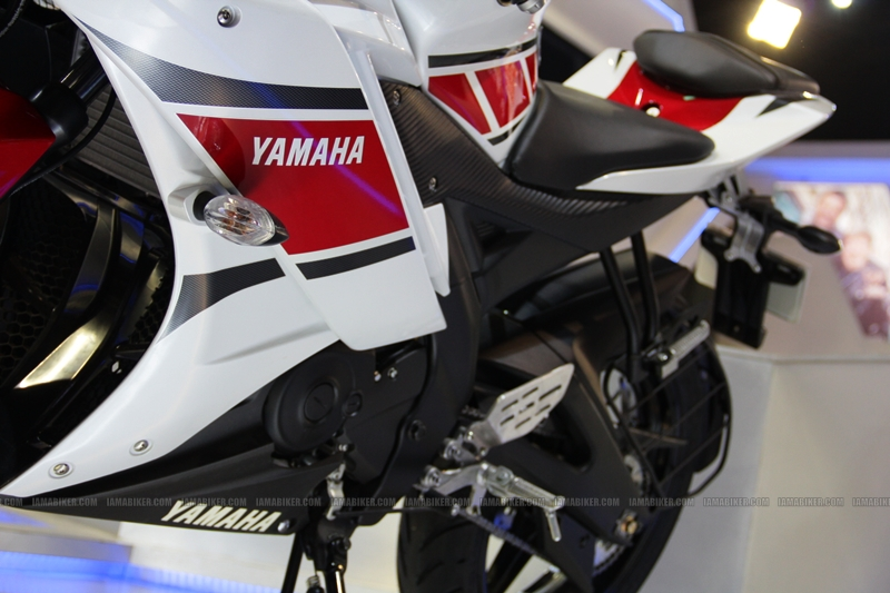R15 New Colors at AutoExpo2012 (11)