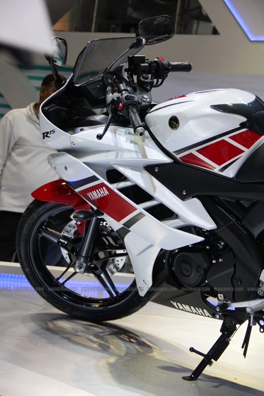 R15 New Colors at AutoExpo2012 (13)