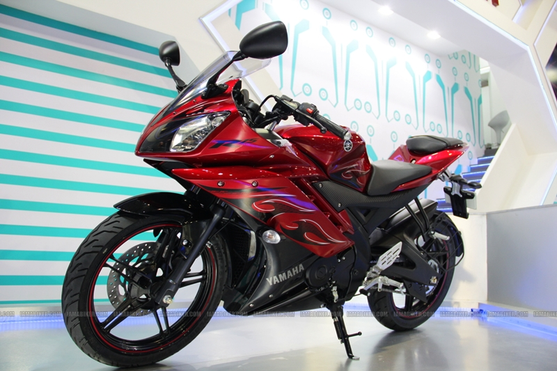 R15 New Colors at AutoExpo2012 (5)