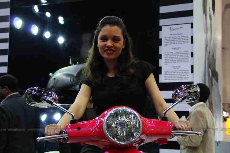 Vespa - Piaggio Auto Expo 2012 India 13