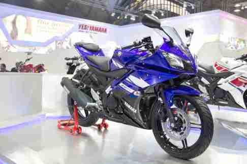 Yamaha R15 Blue Auto Expo 2012 India -56
