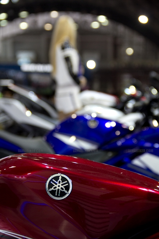 Yamaha R15 V 2.0 new colours red flame Auto Expo 2012 India 25