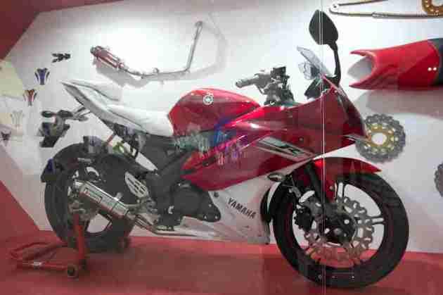 Yamaha R15 V2.0 Daytona Kit Auto Expo 2012 India -1