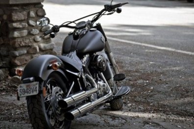 Harley Davidson Sportster Seventy-Two and Softail Slim 09