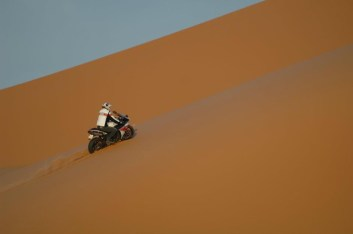 stephane peterhansel yamaha r1 desert 05