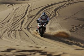 stephane peterhansel yamaha r1 desert 09