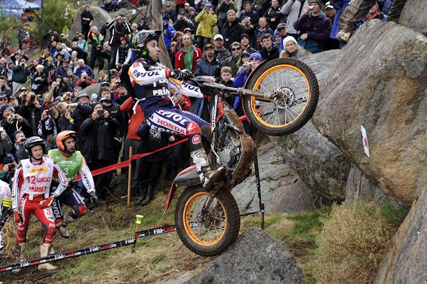 Toni Bou starts with victory in Australia