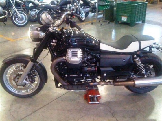 Moto Guzzi California 2012 naked 01
