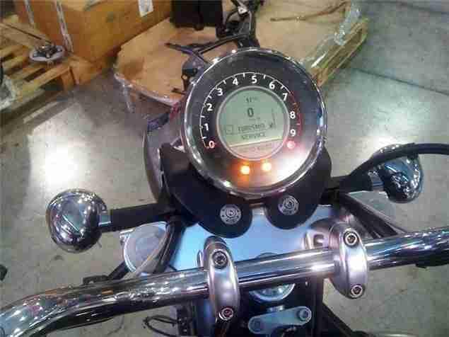Moto Guzzi California 2012 naked 05