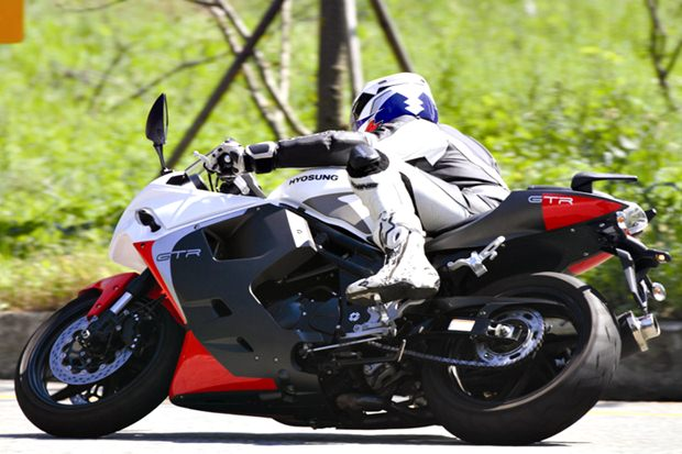 2013 Hyosung GT650R launched in  India