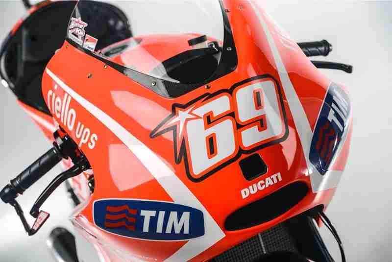 Andrea-Dovizioso-Nicky-Hayden-Ducati-Desmosedici-GP13-13