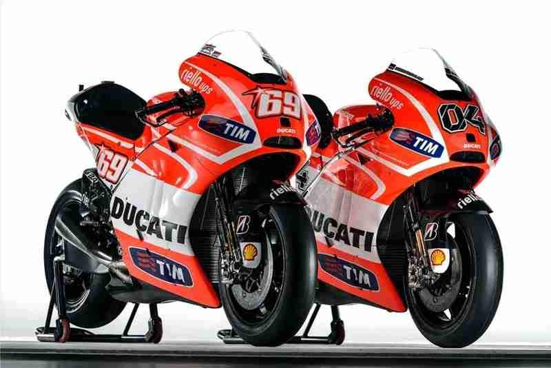 Andrea-Dovizioso-Nicky-Hayden-Ducati-Desmosedici-GP13-15