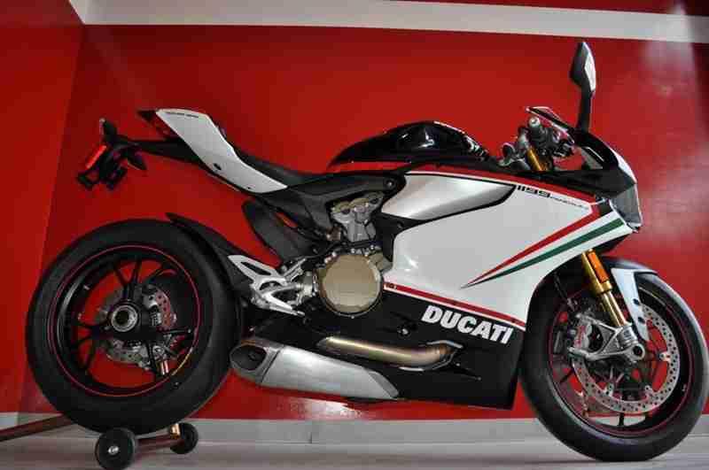 Ducati 1199 Panigale S Nero - 01