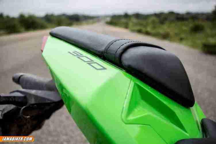 2013 Kawasaki Ninja 300 rear seat