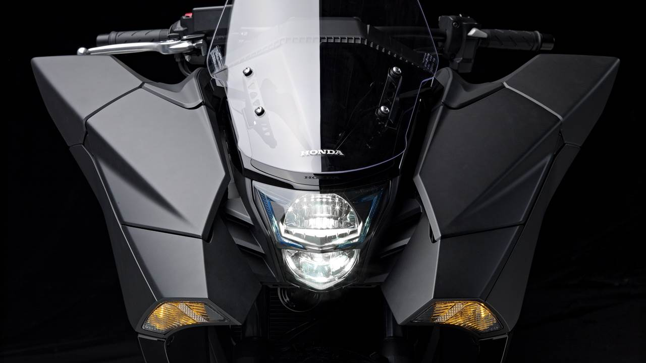 2014 Honda NM4 Vultus headlights
