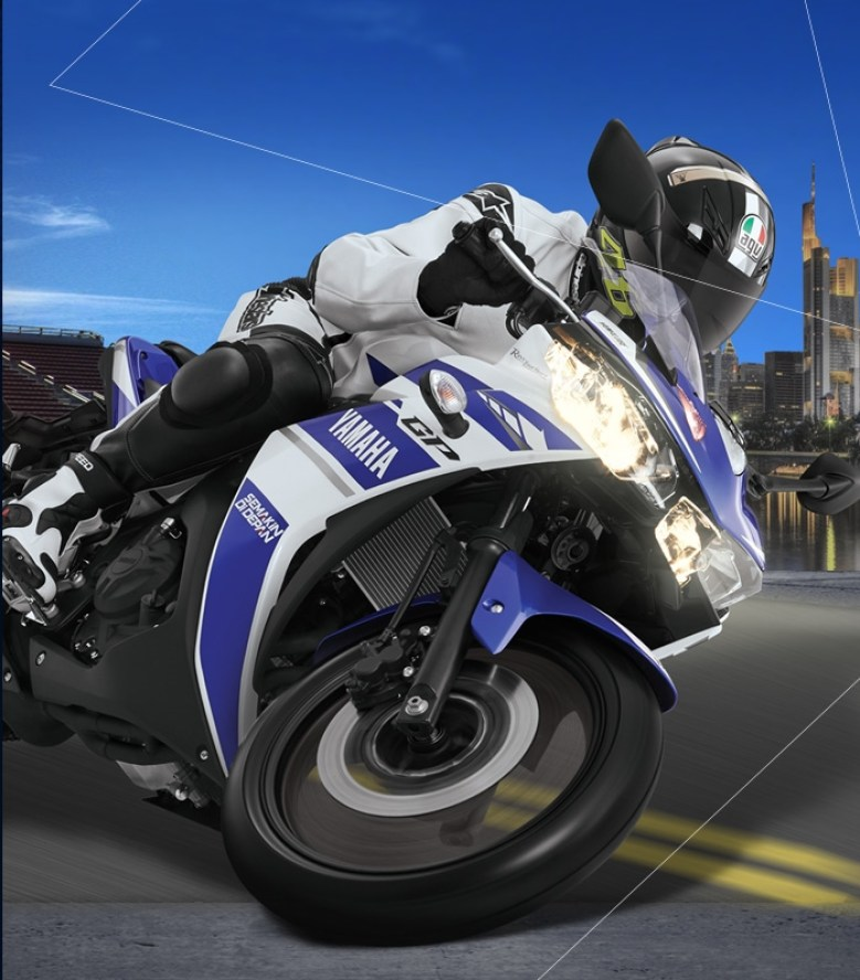 Yamaha YZF-R25 action