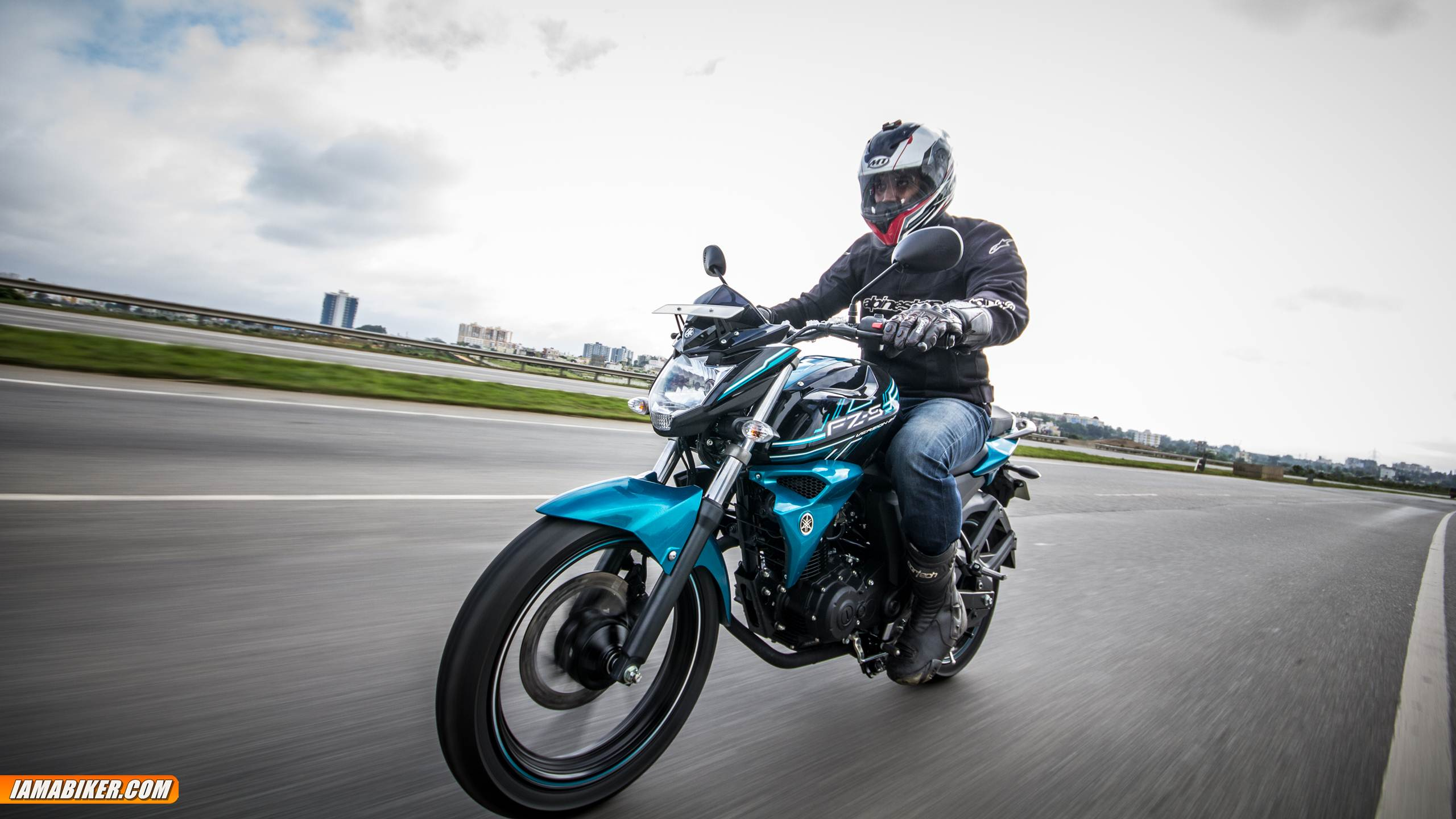 yamaha fz-s v2 review - engine and performance