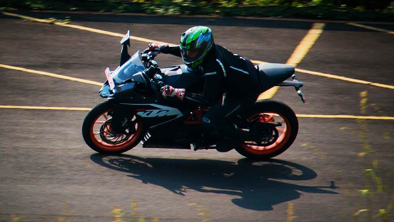 ktm rc200 review featured