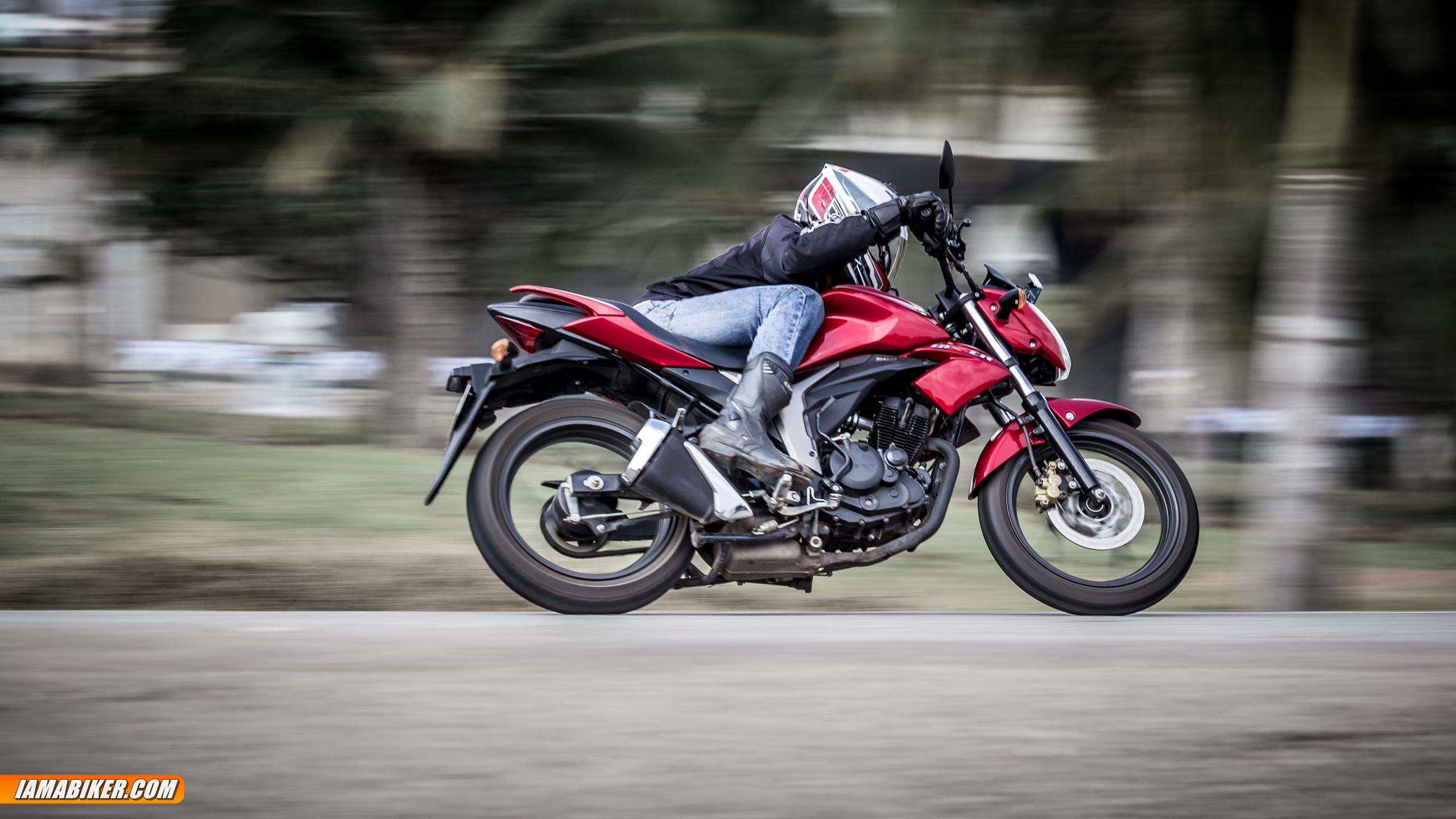 Suzuki Gixxer 155 Review Top Speed Mileage Colours Price Sf Black Modified The Is So Unbelievably Light To Handle Changing Directions And Zipping Through Traffic Almost A Pleasurable Experience